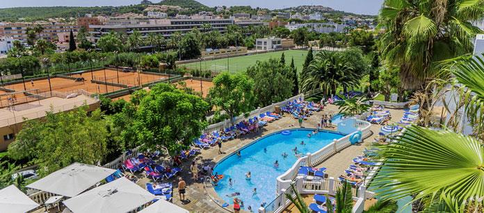 Surfing playa ett av v ra popul ra hotell i santa ponsa for Aparthotel jardin de playa santa ponsa