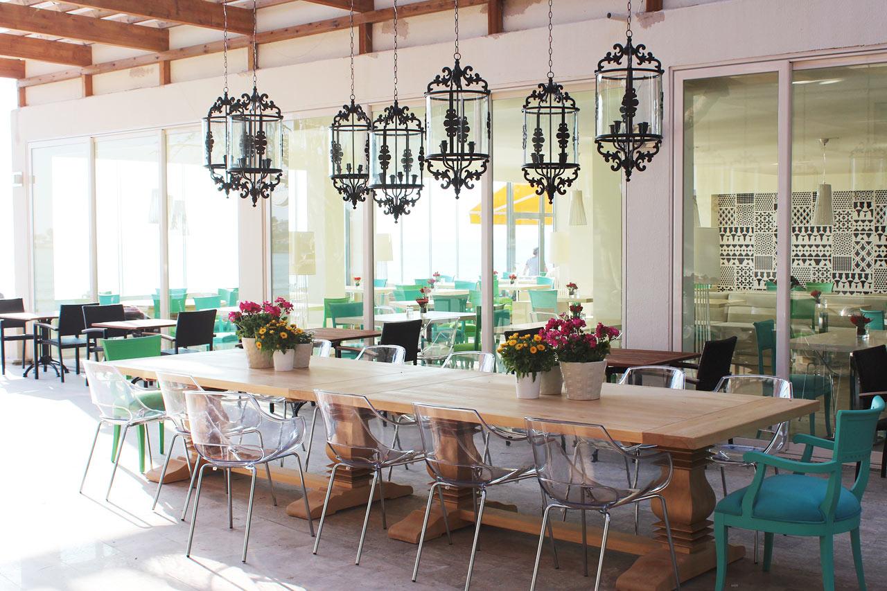 Prime Kitchen & Bar. Du kan också sitta med havsutsikt, direkt vid den exklusiva strandpromenaden.