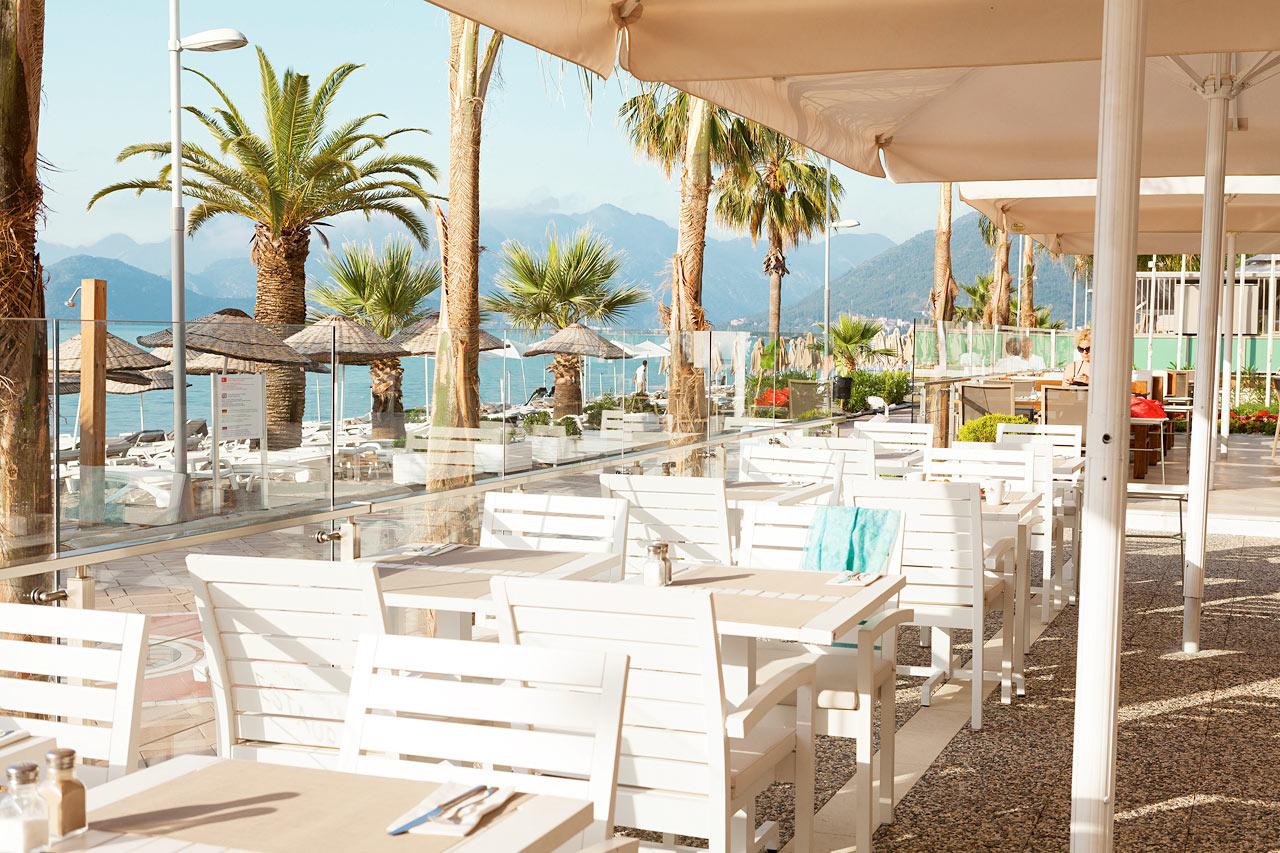 Sunprime Beachfront - Sunprime Restaurant erbjuder vällagad mat och fin utsikt. Välkommen till bords!