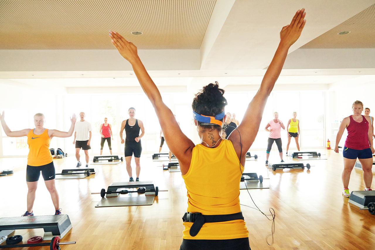 Alla våra SATS ELIXIA-klasser är gratis. Det ska vara enkelt att träna på semestern.