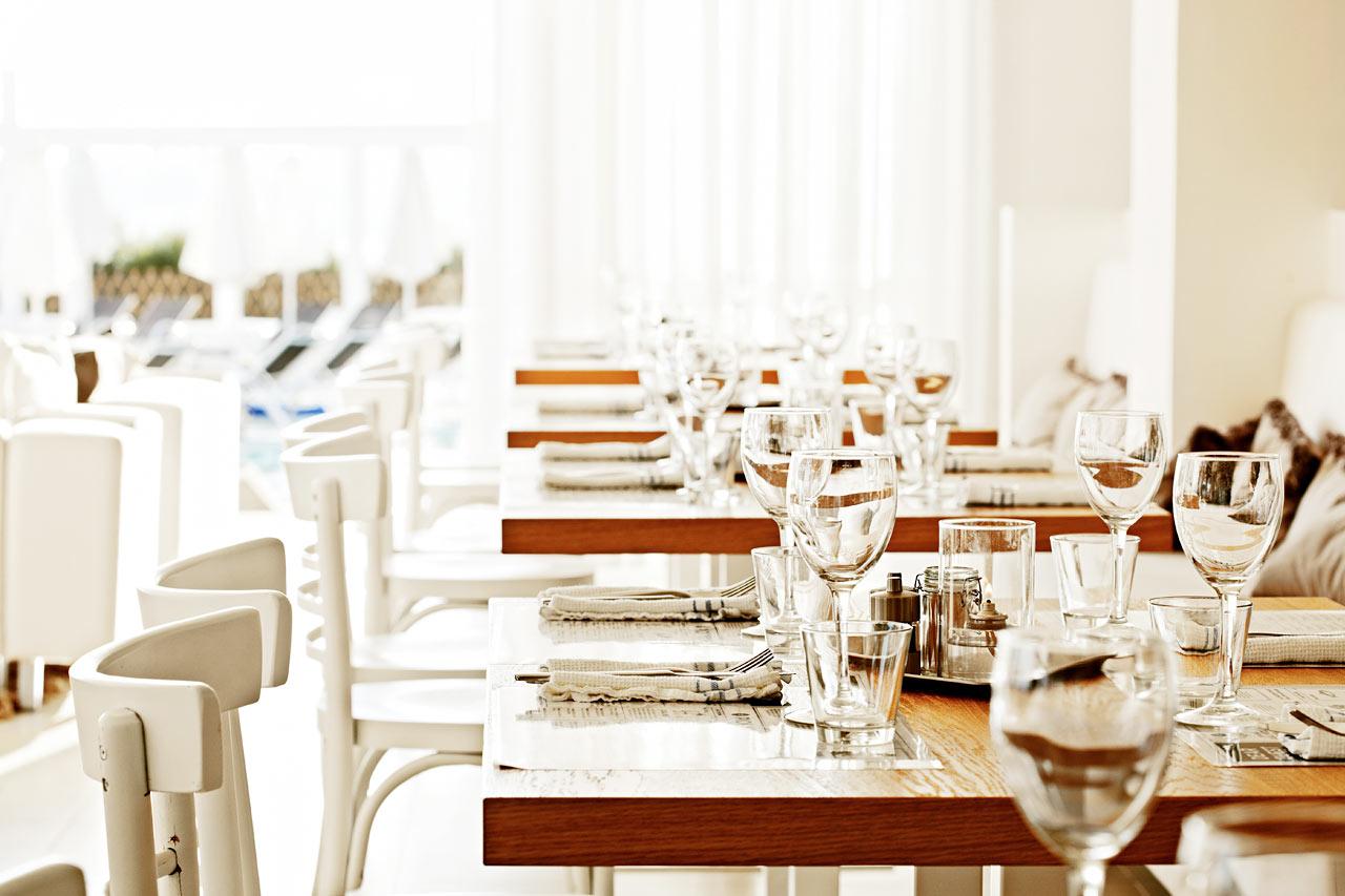 Ute eller inne? I restaurangen äter du vällagad mat där du vill.