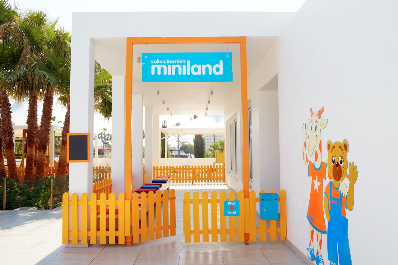 Till Lollo & Bernies Mini Land är alla barn välkomna för att leka, pyssla och titta på film.