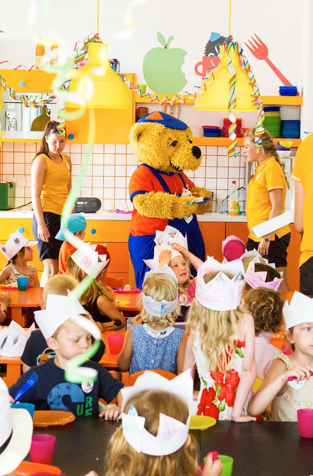 Till Mini Land är alla barn välkomna för att pyssla, leka eller titta på film.