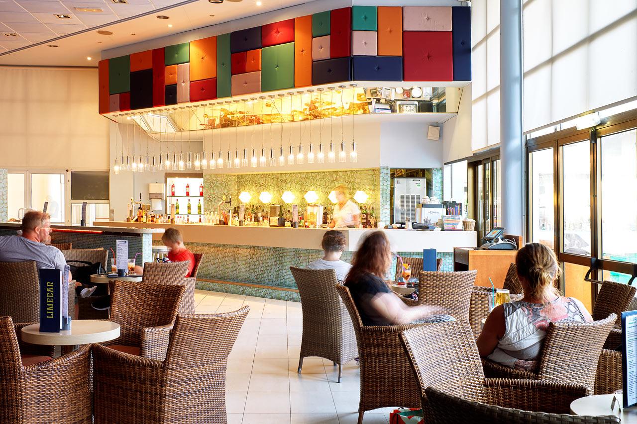 Sunwing Sandy Bay Beach - I Lime bar kan du njuta av något gott att dricka både före och efter middagen.