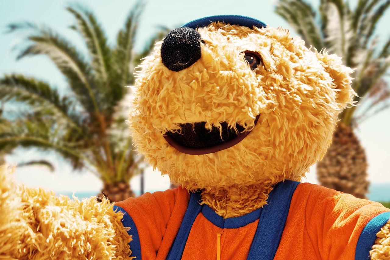 Bernie är den kramiga björnen som gärna kramas och busar.