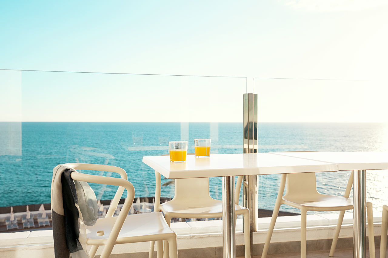 Tvårumslägenhet Royal Family Suite, balkong med havsutsikt.