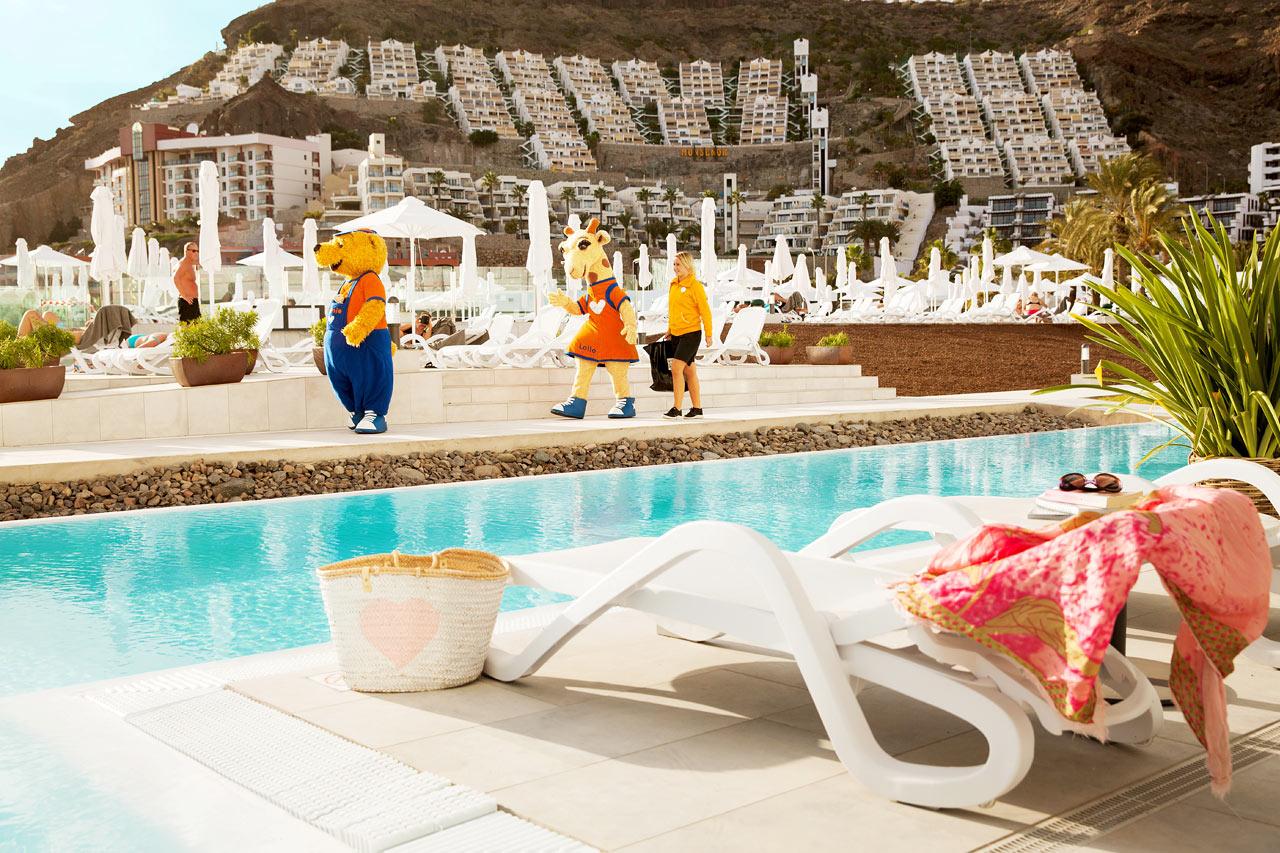 2-rums Club Suite större, inhägnad terrass med access till privat, delad pool.