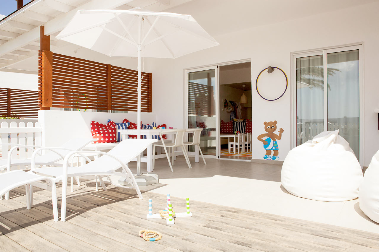 Sunwing Kallithea Beach - Lollo & Berne Suite med inhägnad terrass mot poolomårdet, Helios.