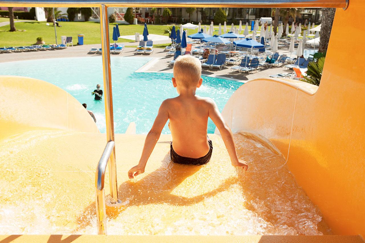 Sunwing Kallithea Beach - Vattenrutchbanan vid Helios blir snabbt en semesterfavorit.