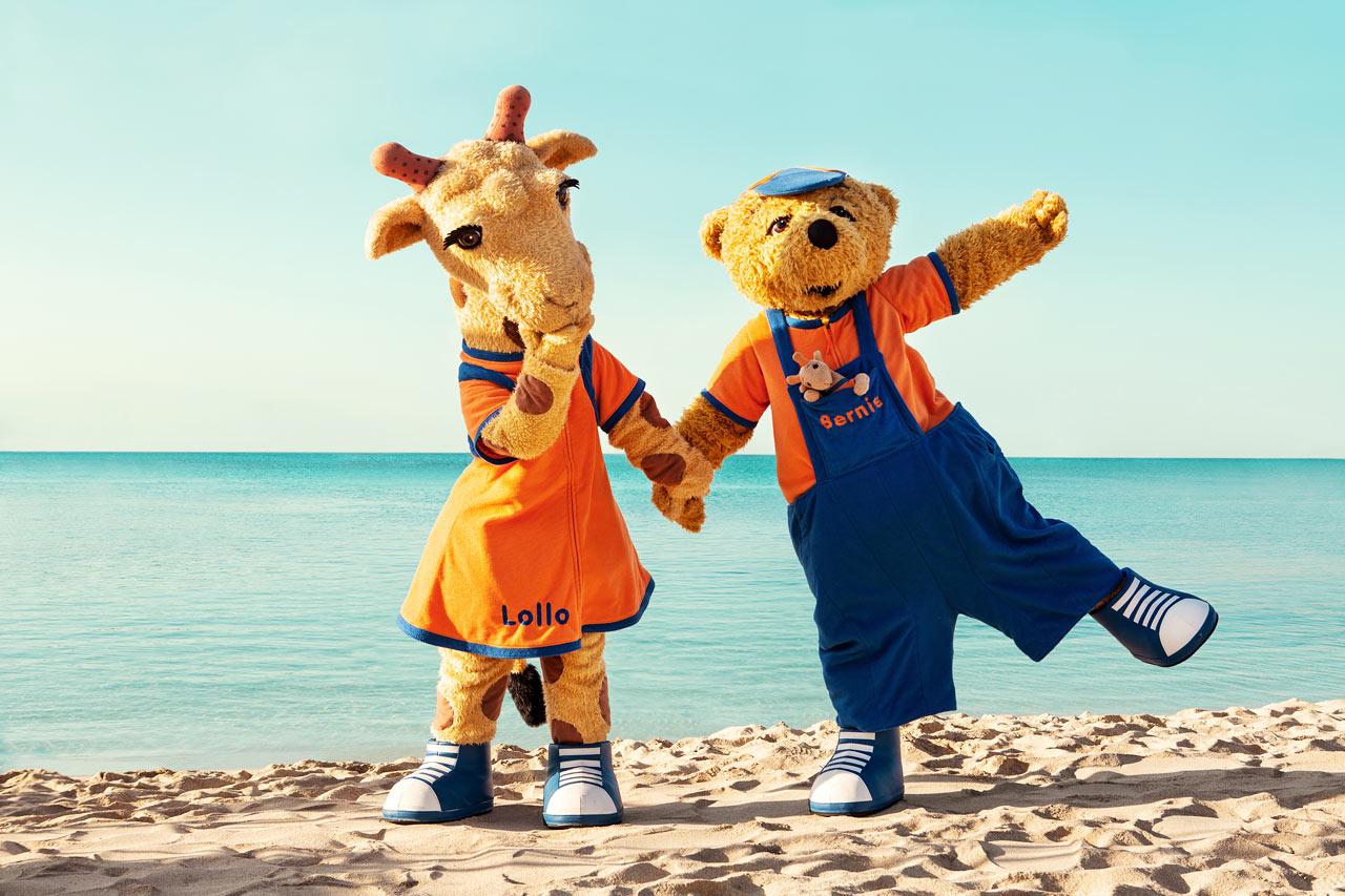 Sunwing Kallithea Beach - Vings populära maskotar - giraffen Lollo och björnen Bernie.