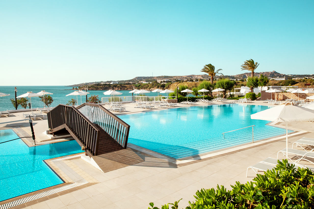 Sunwing Kallithea Beach - Poolområdet vid huvudbyggnaden Athena