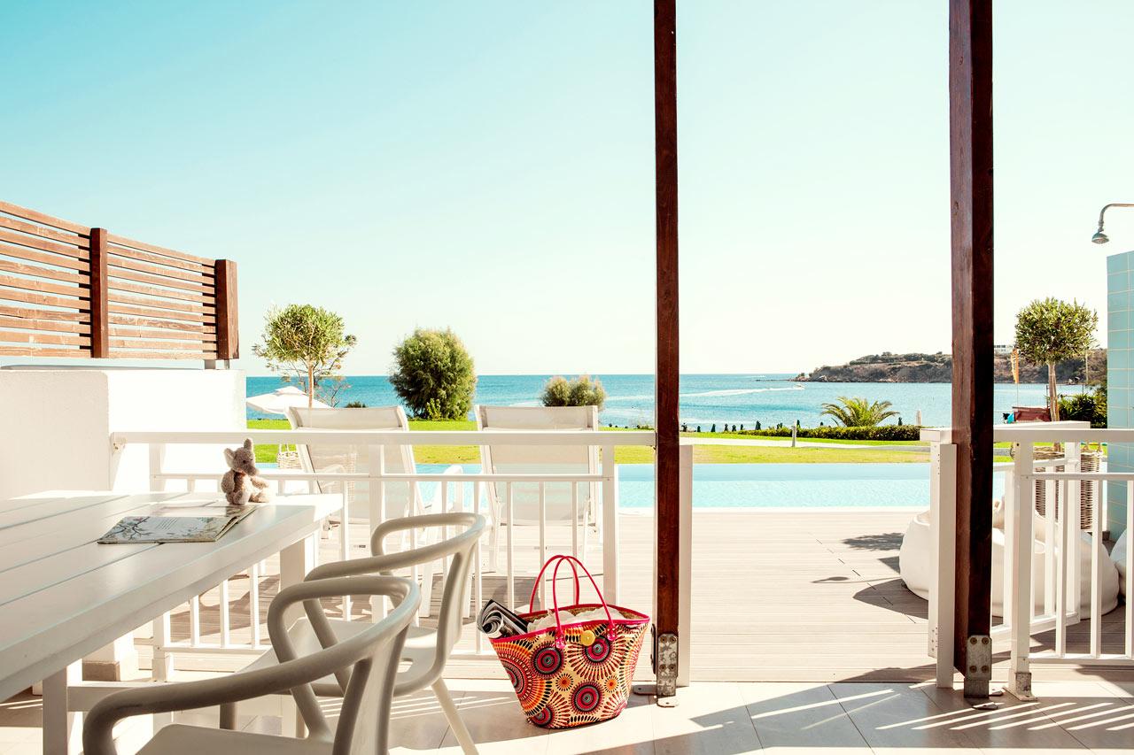 Sunwing Kallithea Beach - Tvårumslägenhet Royal Family Suite med stor terrass med havsutsikt och access till privat, delad pool, Triton.