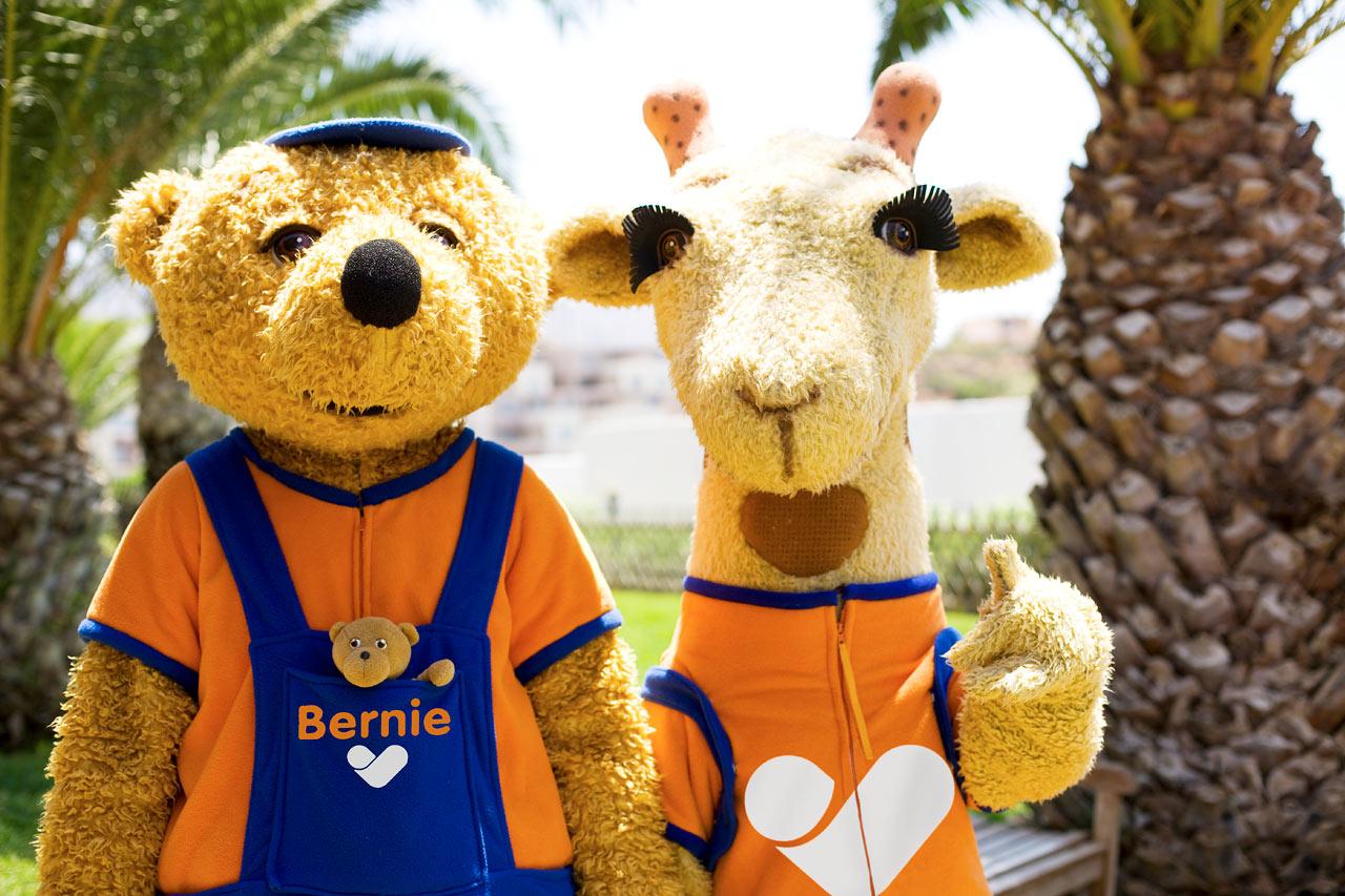 Sunwing Kallithea Beach - Vings populära maskotar Lollo & Bernie är alla barns favoritkompisar under semestern.