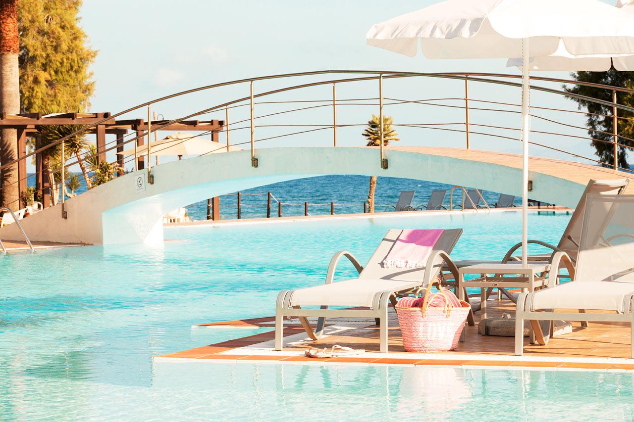 Sunprime Miramare Beach - Från poolområdet har du utsikt över havet.