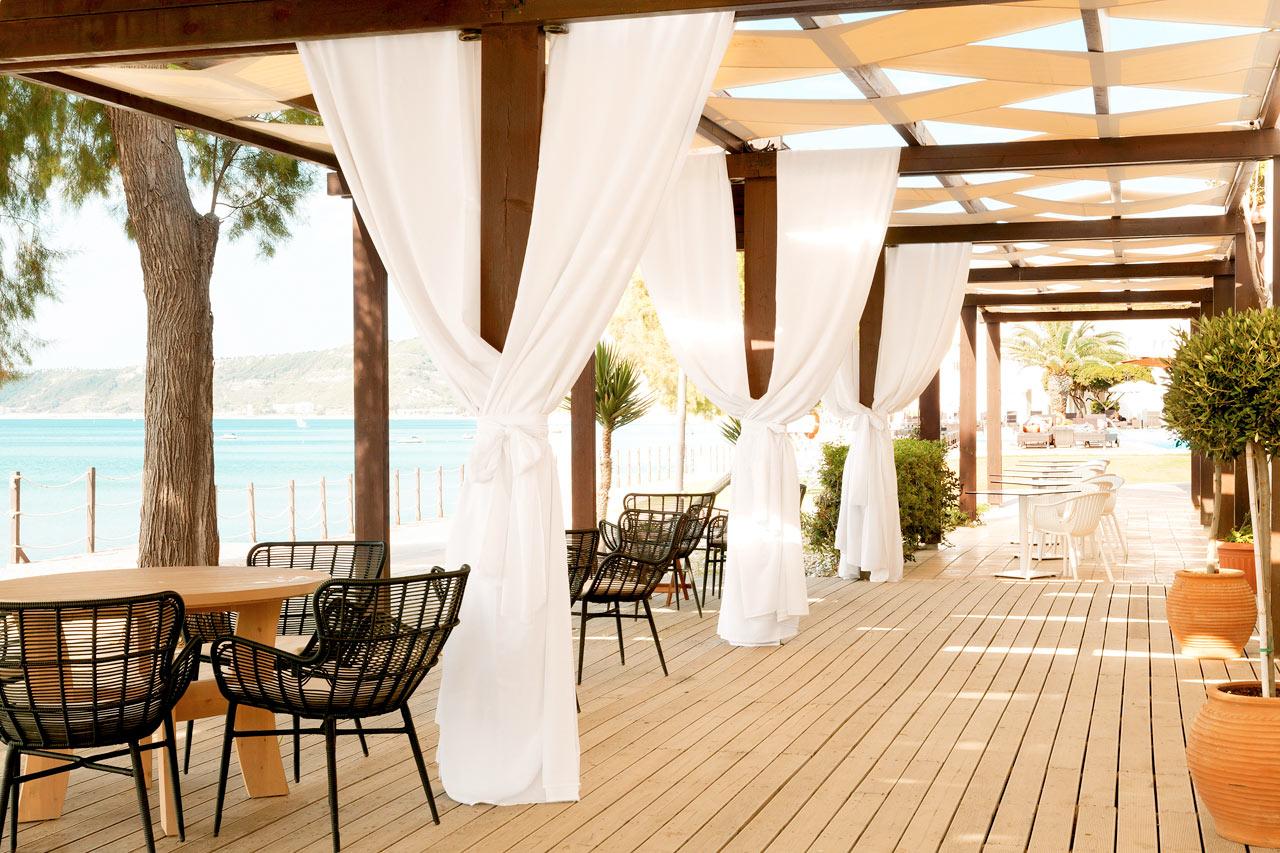 Sunprime Miramare Beach - Från restaurangens uteservering har du en härlig utsikt över havet.