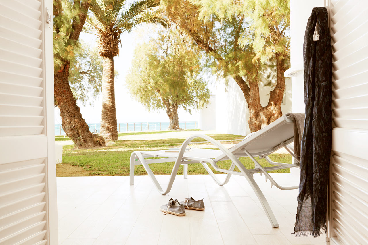 Sunprime Miramare Beach - Prime Bungalow, terrass med trädgården
