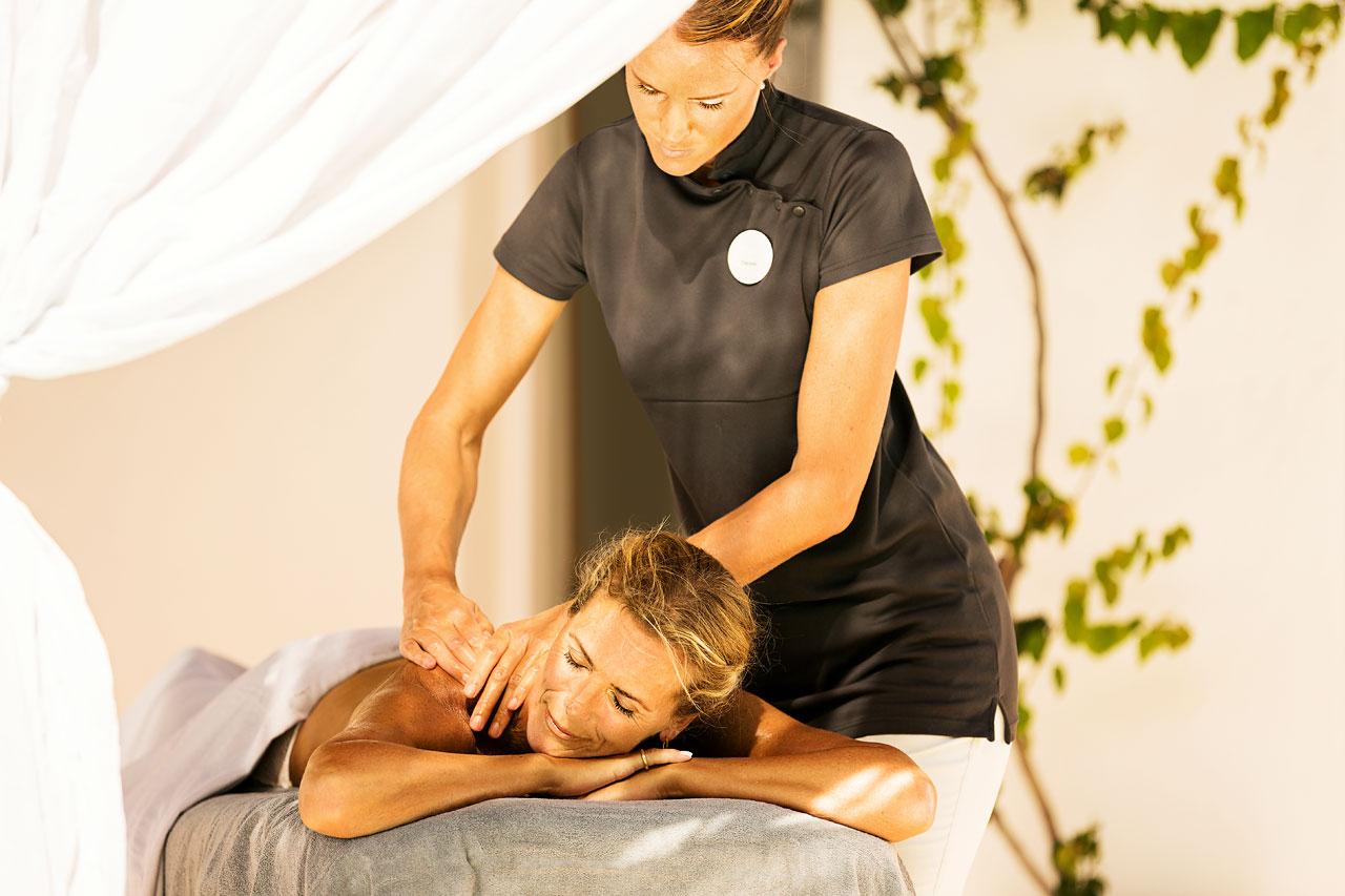 Sunprime Miramare Beach - Hot Stone Massage är en populär behandling och utförs av våra utbildade spaterapeuter.